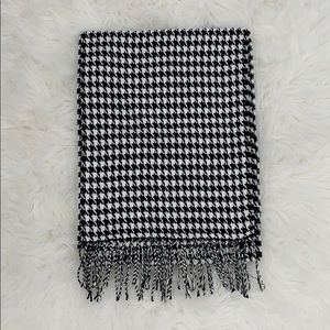 NWOT soft black and white patterned scarf